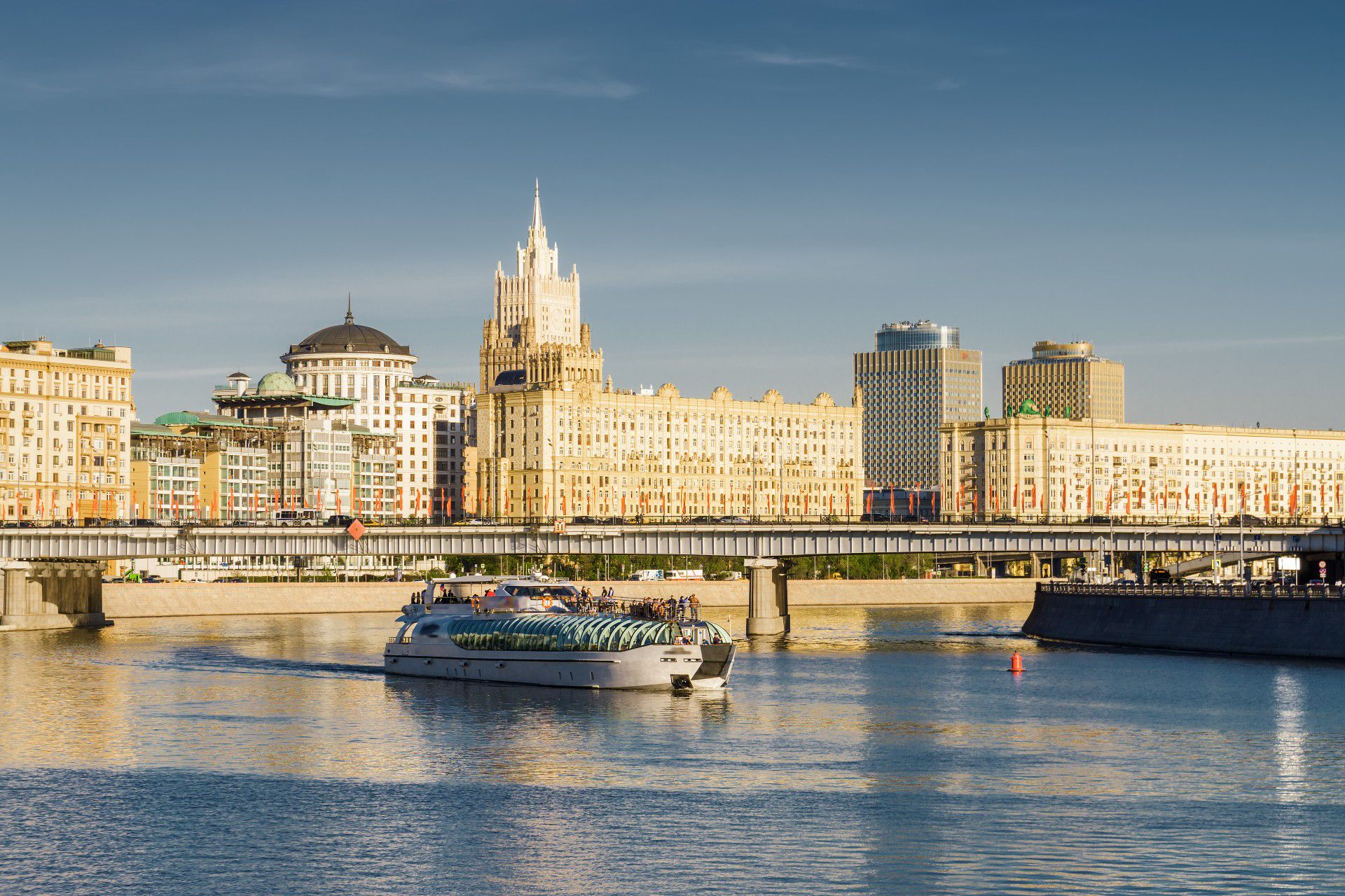 Круиз по Москве-реке на борту яхты Radisson фото 1