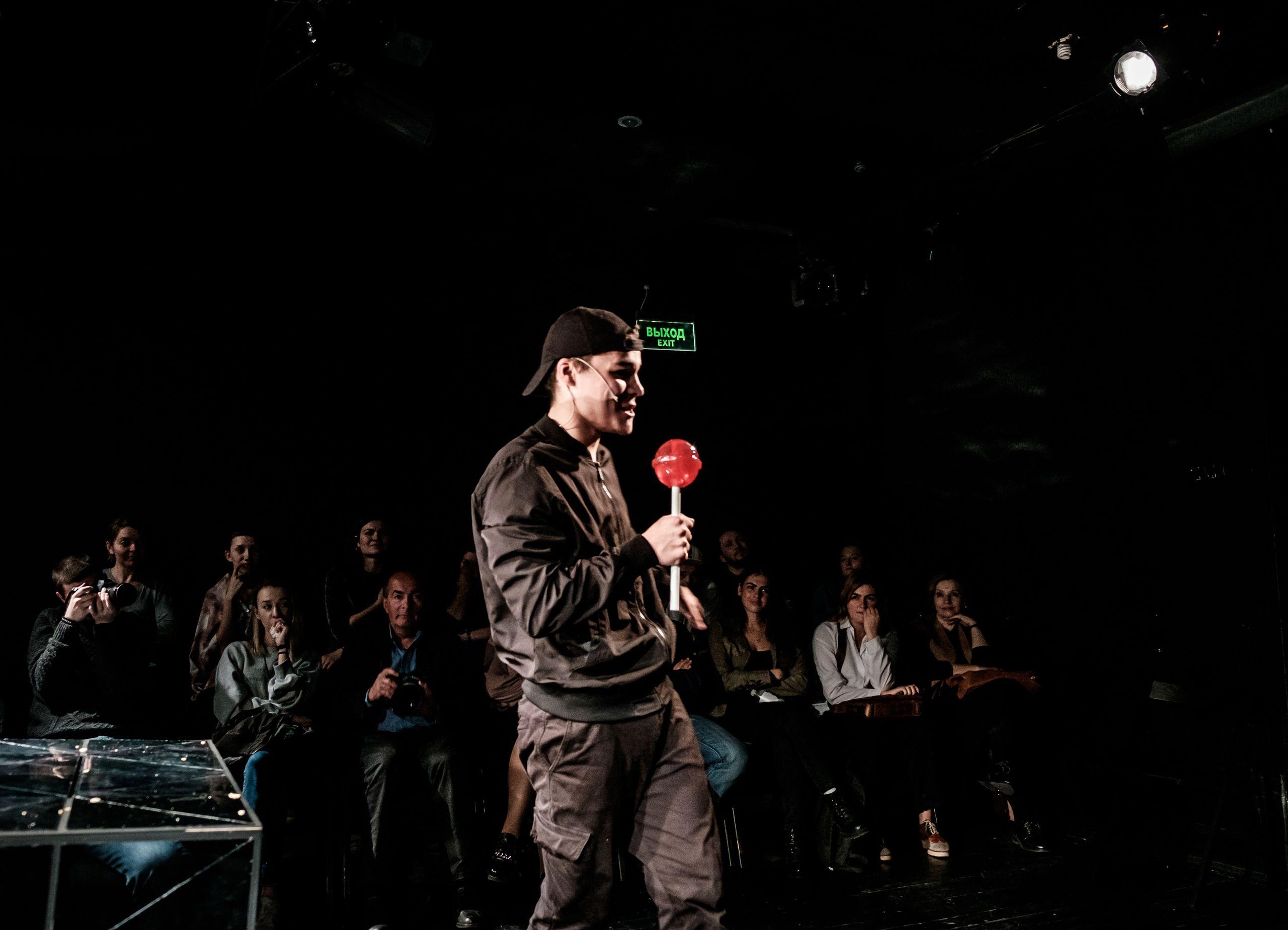 Спектакль «Смерть и чипсы» в театре «Практика» фото 4