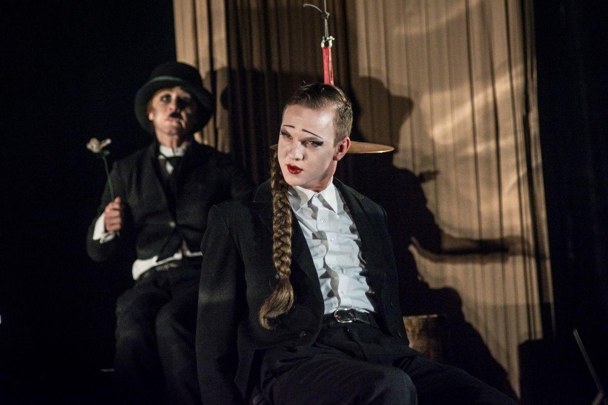 Спектакль «Барабаны в ночи» в Театре имени А. С. Пушкина фото 3