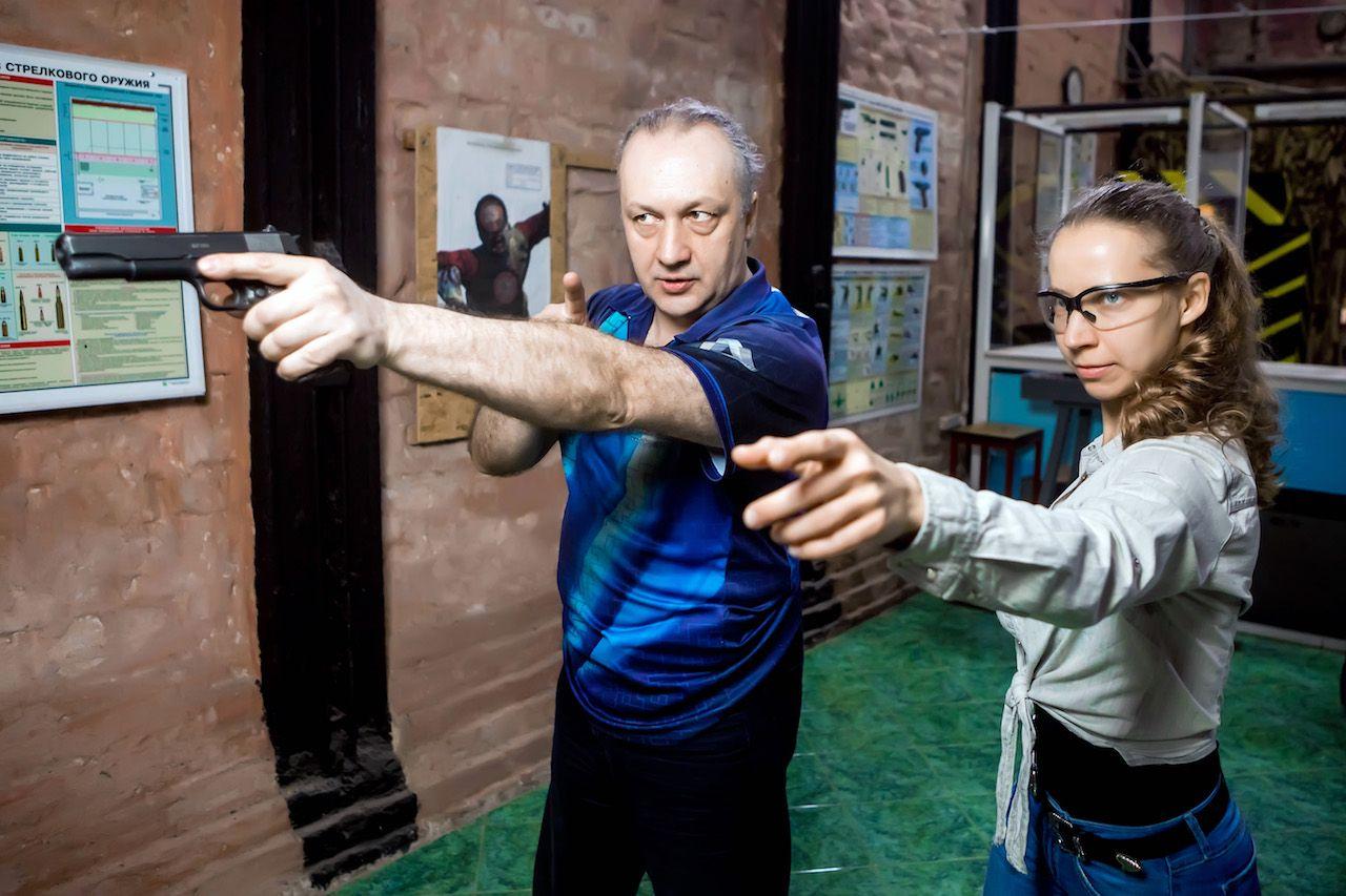 Занятия по стрельбе из пистолета в пневматическом тире клуба «Лабиринт» фото 3