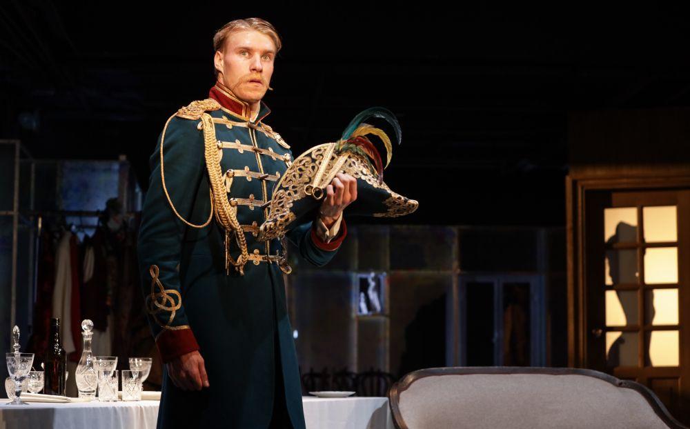 Спектакль «(Не)смешно» в Театре Табакова фото 3