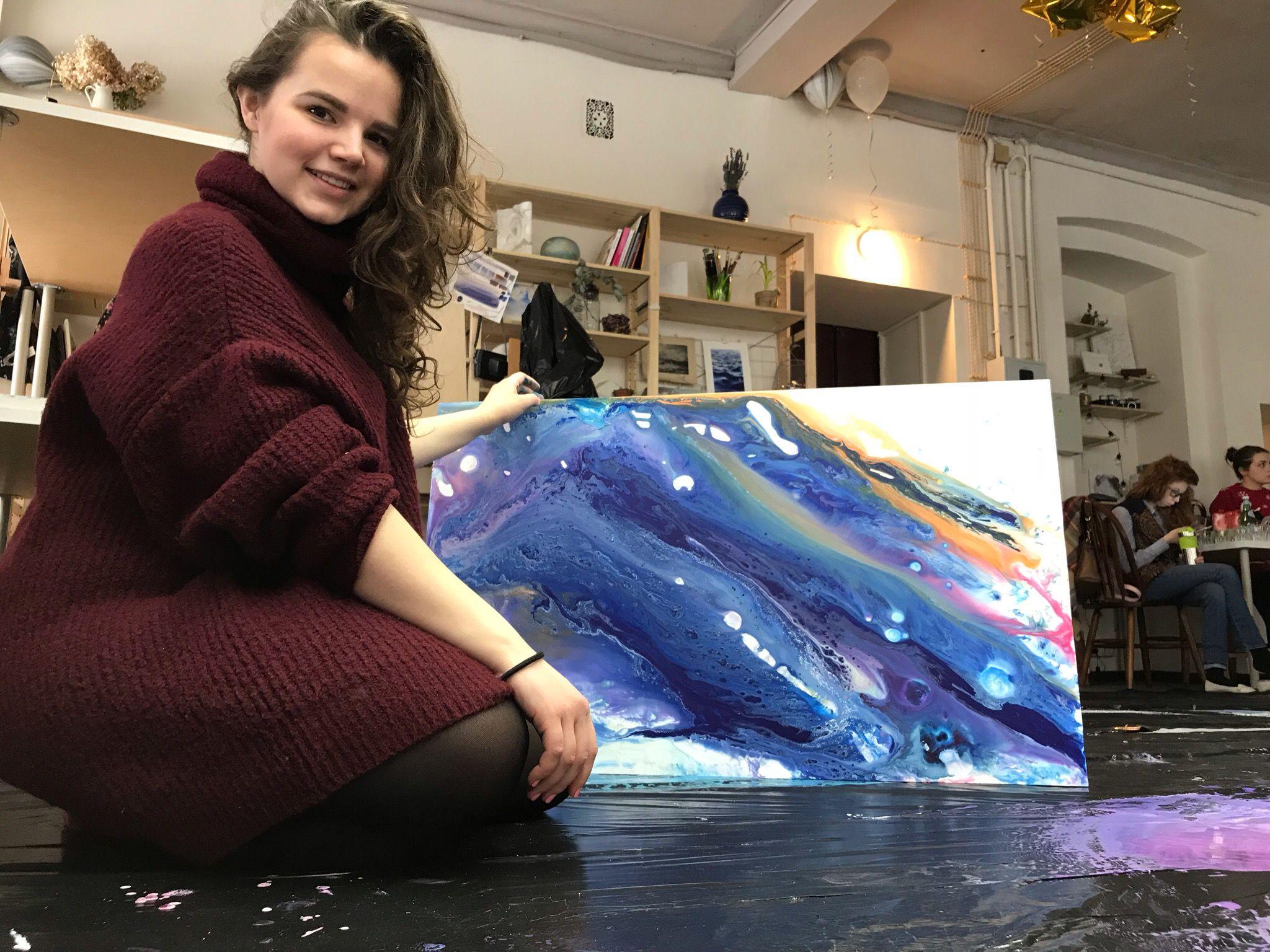 Мастер-класс по абстрактной живописи в технике жидкого акрила в студии рисования Zuart фото 3