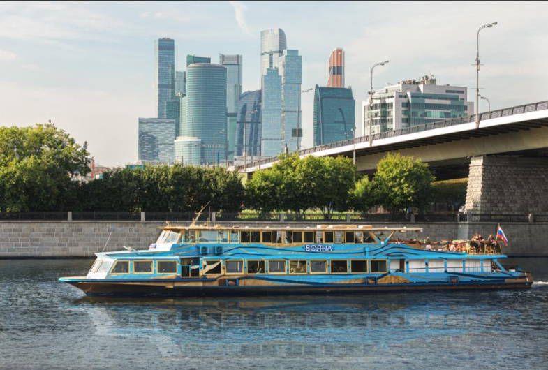 Прогулка по Москве-реке на дизайнерском теплоходе фото 4