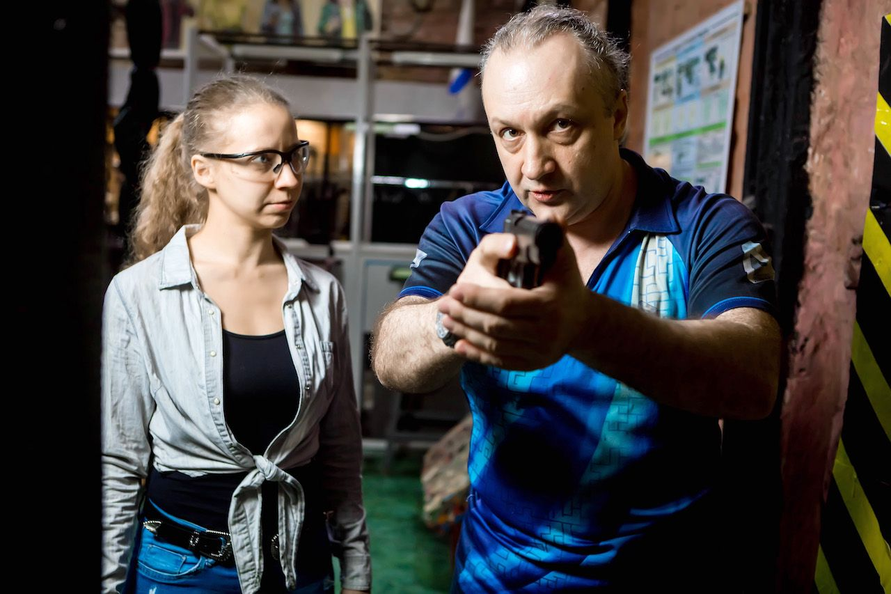 Занятия по стрельбе из пистолета в пневматическом тире клуба «Лабиринт» фото 6