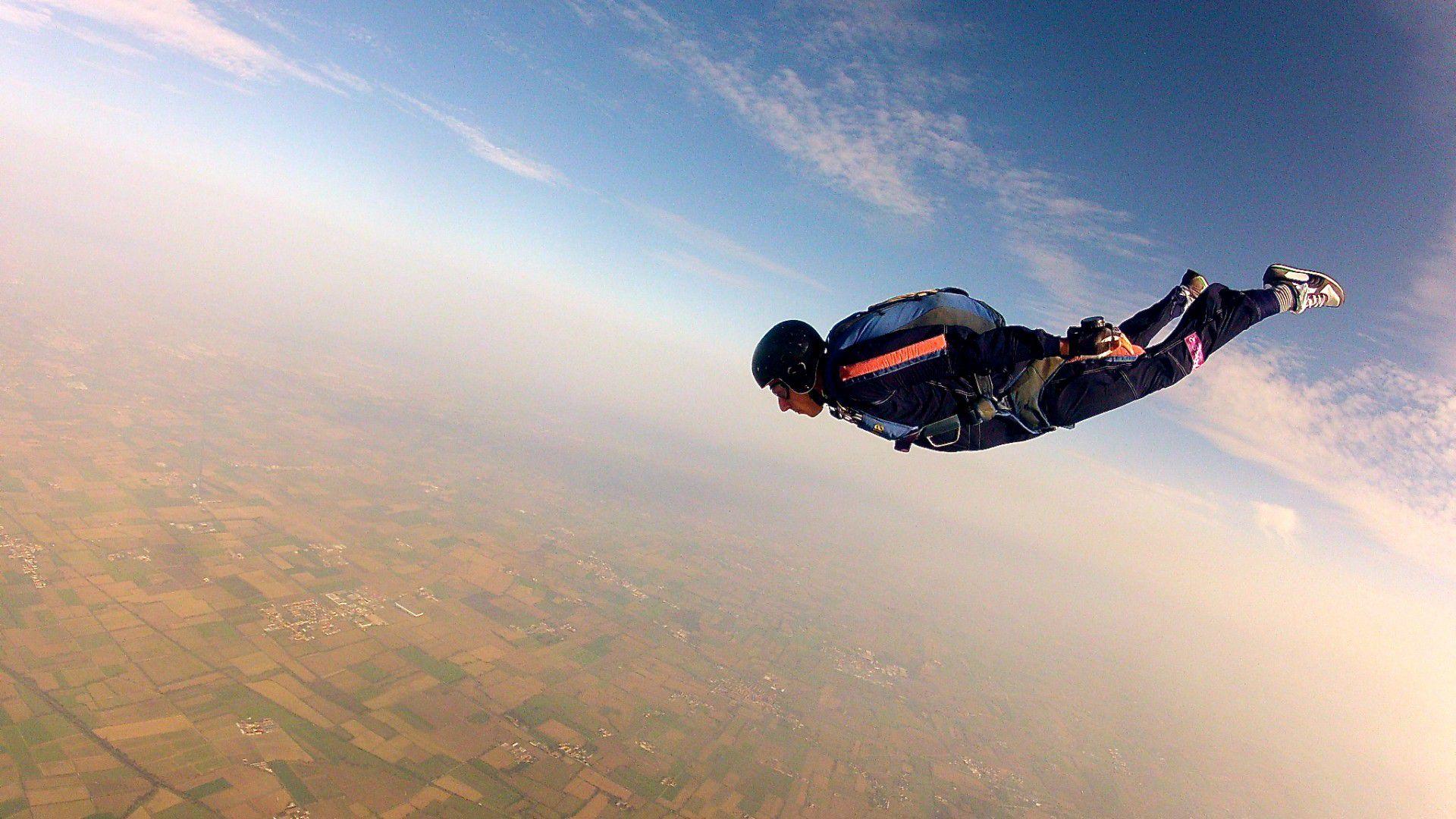 список картинки люди прыгают с парашютом сегодняшний день