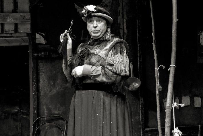 Спектакль «Нужна драматическая актриса (Лес)» в Театре «Около дома Станиславского» фото 3