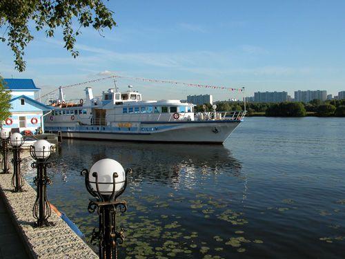Прогулка с обедом или ужином на теплоходе премиум-класса «Чижик-2» по Москве-реке со скидкой до 61% фото 1