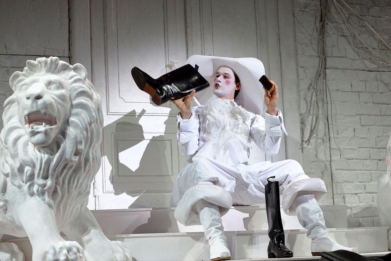 """Спектакль «Моцарт. """"Дон Жуан"""". Генеральная репетиция» в театре «Мастерская Петра Фоменко» фото 1"""