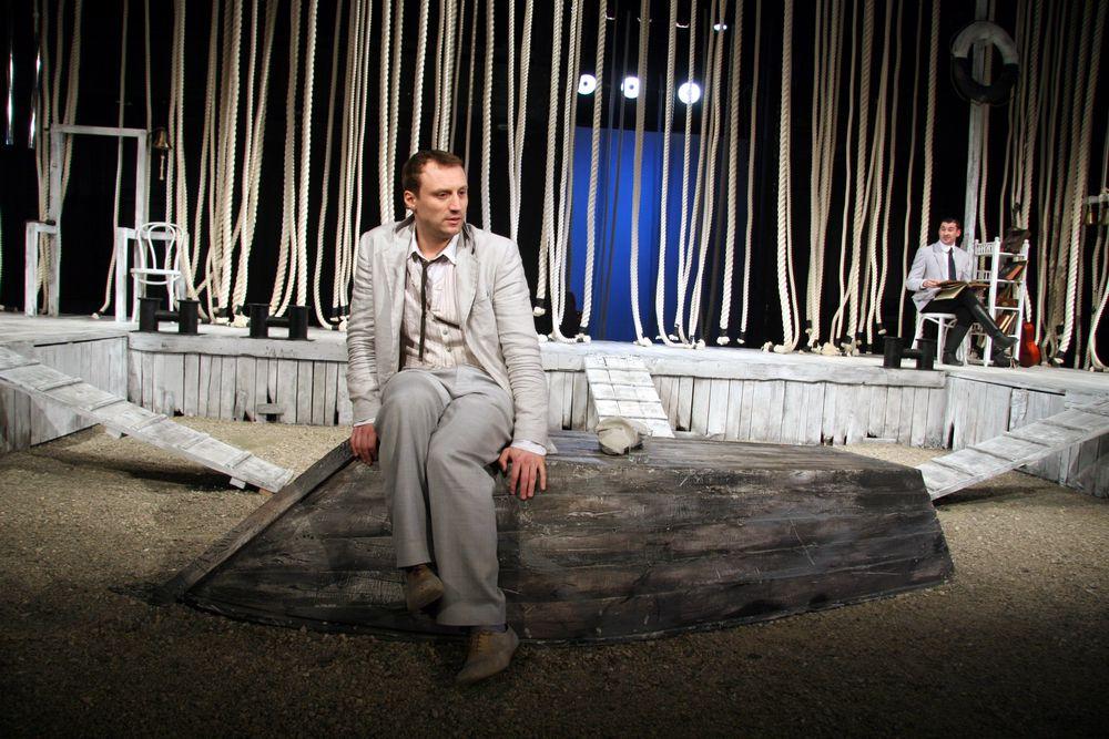 Телеверсия спектакля «Дуэль» в постановке МХТ имени Чехова фото 1