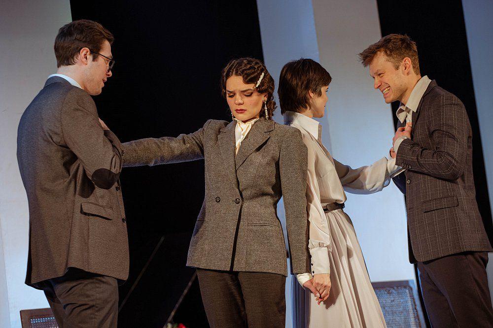 Спектакль «Как важно быть серьёзным» в Театре имени Маяковского фото 6