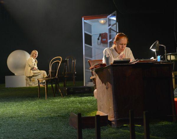 Спектакль «С любимыми не расставайтесь» в  Московском театре юного зрителя фото 2