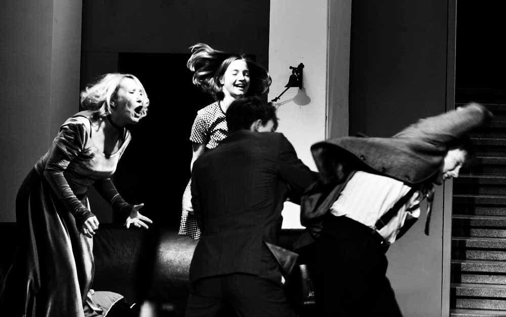 Спектакль «Кто боится Вирджинии Вулф?» в Московском театре юного зрителя фото 2