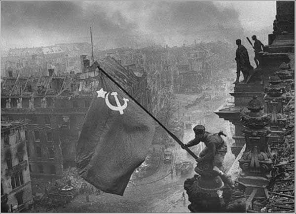 Онлайн-выставка «Знамя Победы» фото 1