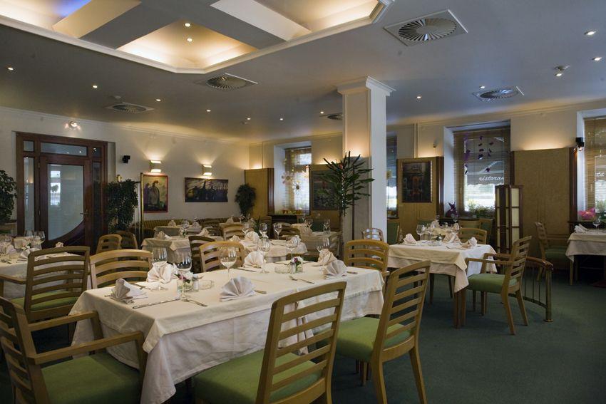 Скидка 49% на меню и напитки в ресторане «Дориан Грей» фото 1