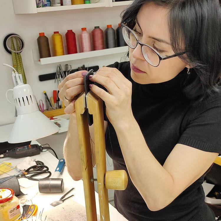 Мастер-классы по изготовлению сумок и аксессуаров из кожи в Leather School фото 12