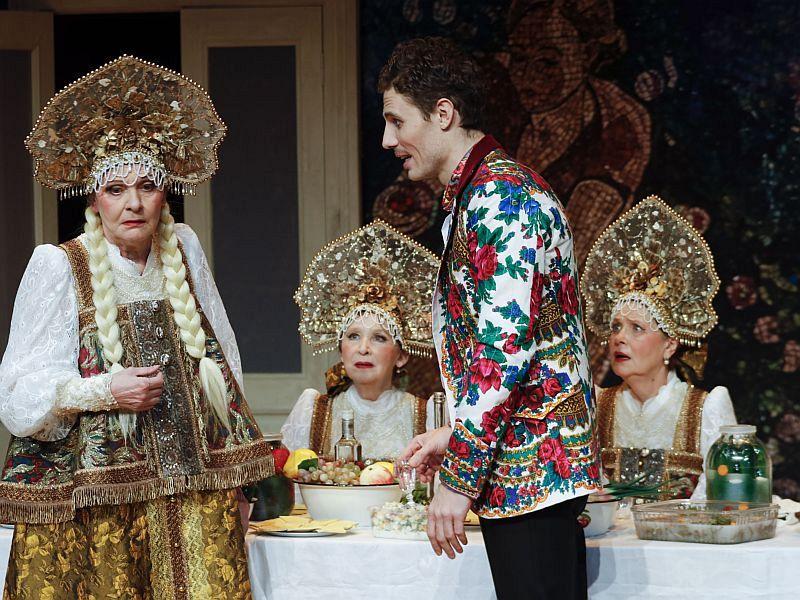 Спектакль «Баба Шанель» на Новой сцене Театра имени Вахтангова фото 1