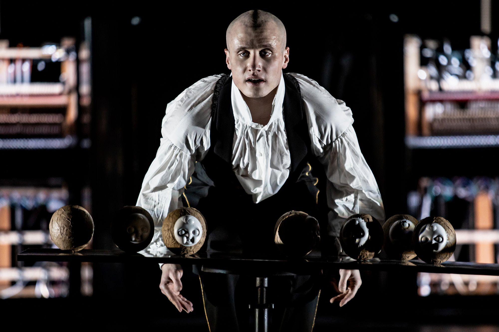Спектакль «Человек без имени» в «Гоголь-центре» фото 2