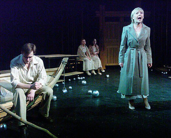 Онлайн-показ спектакля «Моя Марусечка» Новосибирского театра «Глобус» фото 1