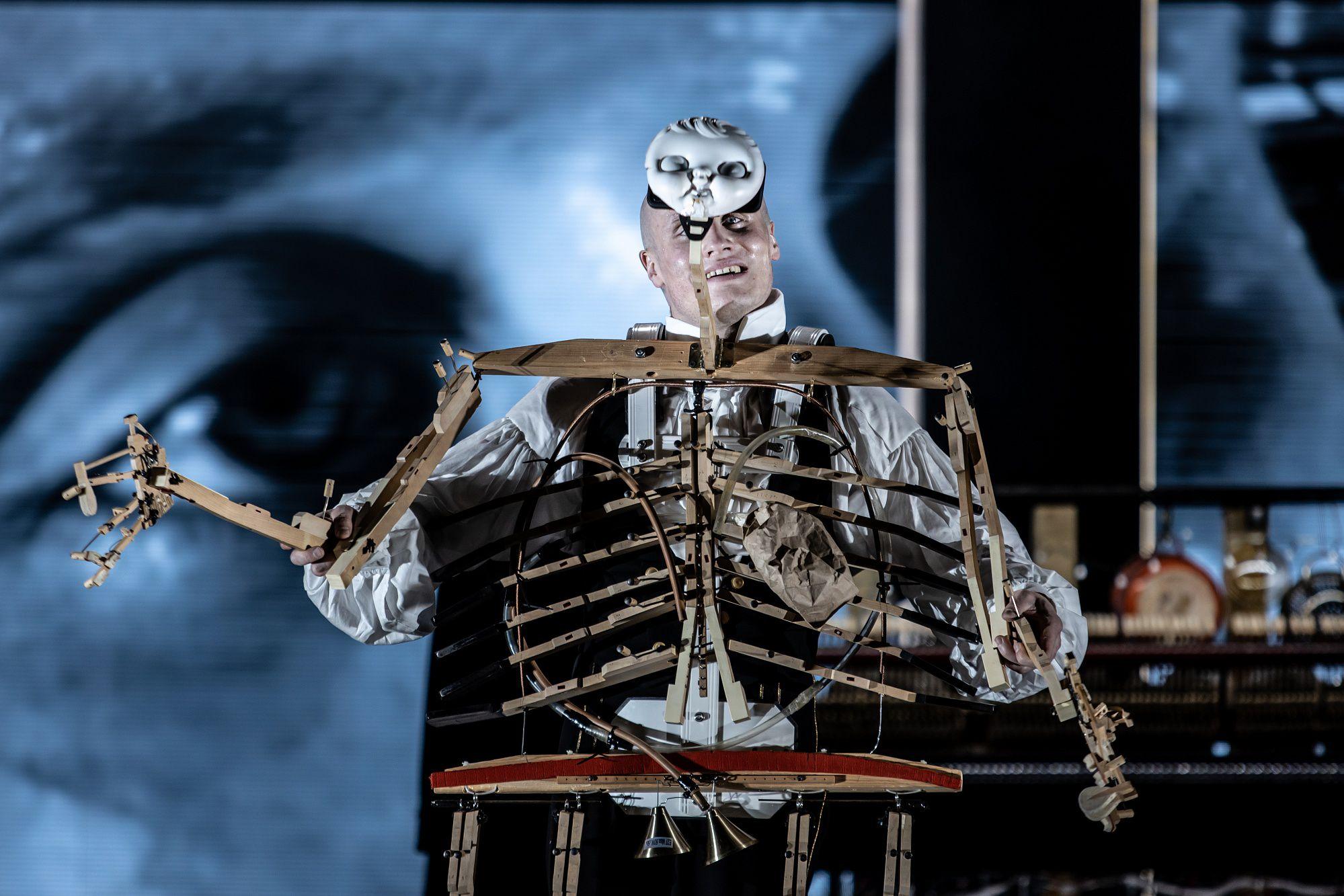 Спектакль «Человек без имени» в «Гоголь-центре» фото 3