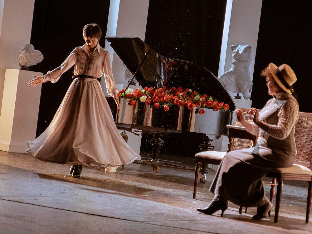 Спектакль «Как важно быть серьёзным» в Театре имени Маяковского фото 2