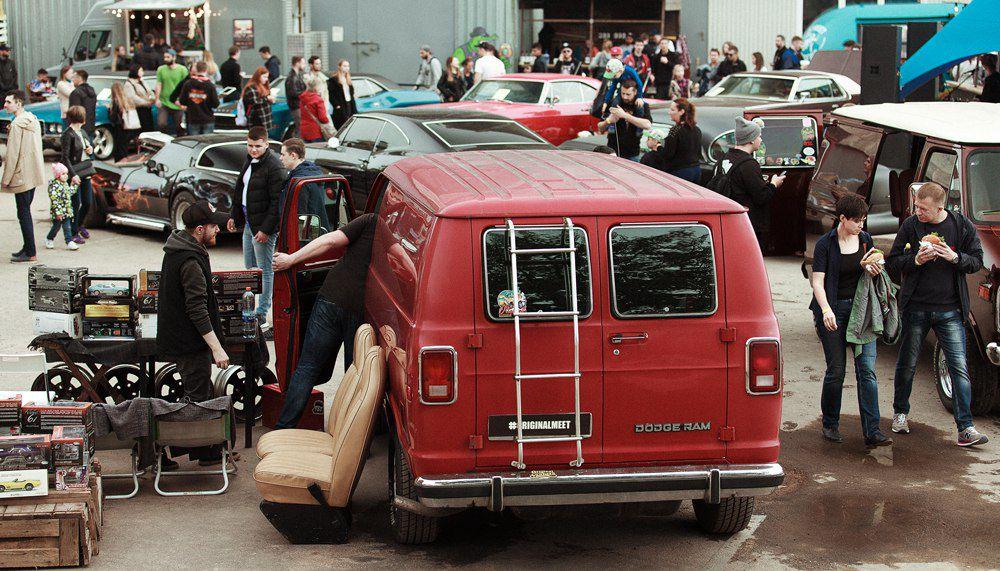 Автомобильная выставка Wheels & Chains