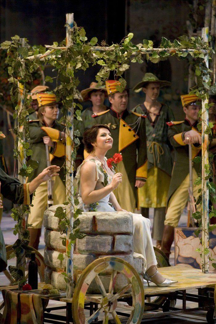 Спектакль «Любовный напиток» в Театре имени К. С. Станиславского и Вл. И. Немировича-Данченко фото 4