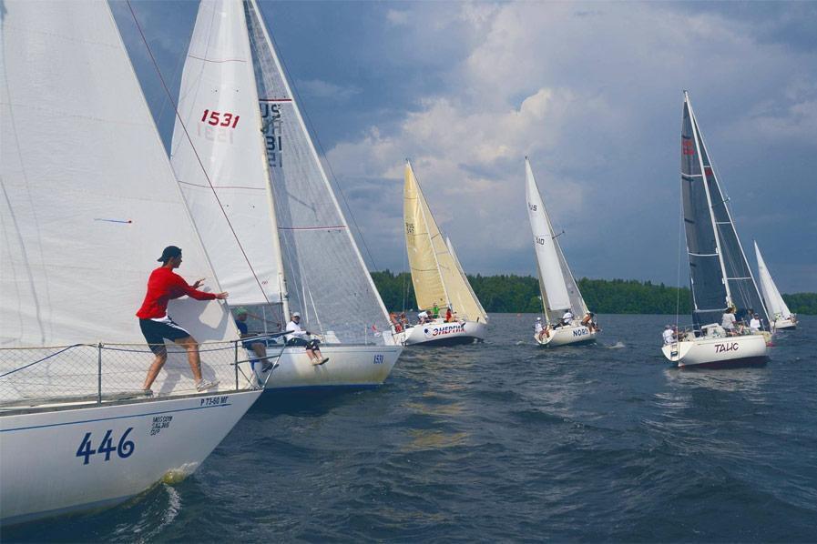 Прогулка на парусной яхте с обучением и практикой фото 2
