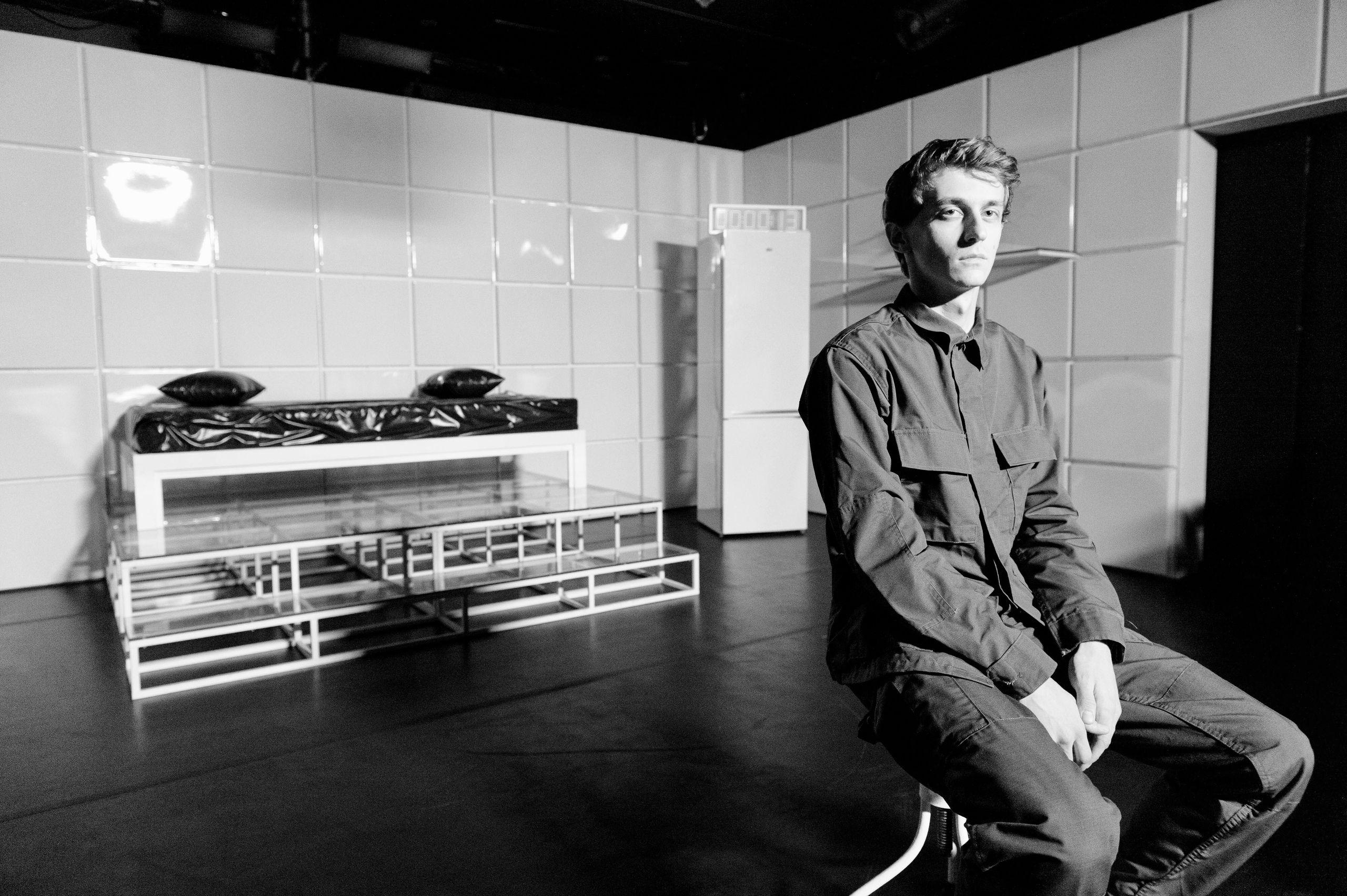 Спектакль «Человек из Подольска Серёжа очень тупой» в театре «Практика» фото 1