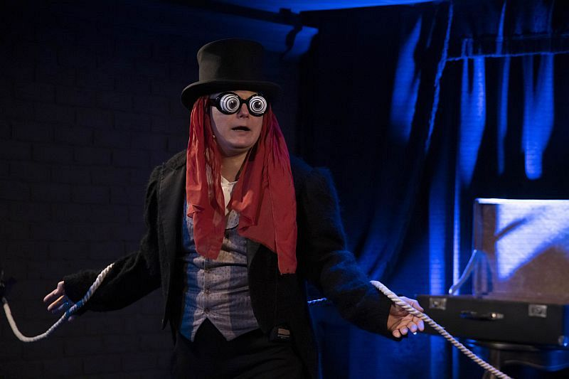 Спектакль «Сказка о попе и о работнике его Балде» в Арт-кафе Театра Вахтангова фото 2