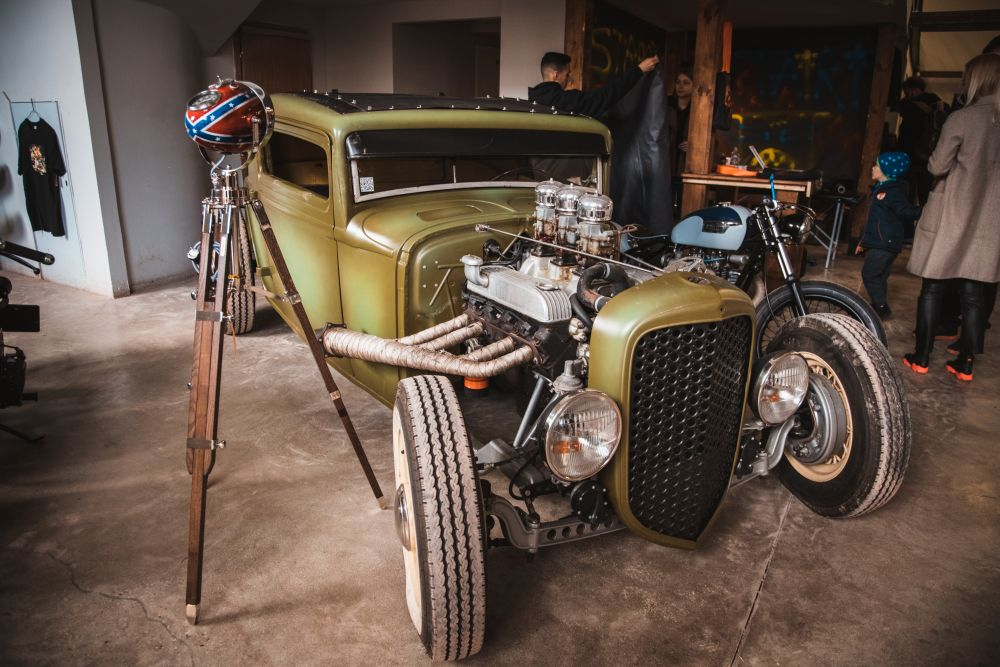 Выставка автомобилей Wheels & Chains фото 4