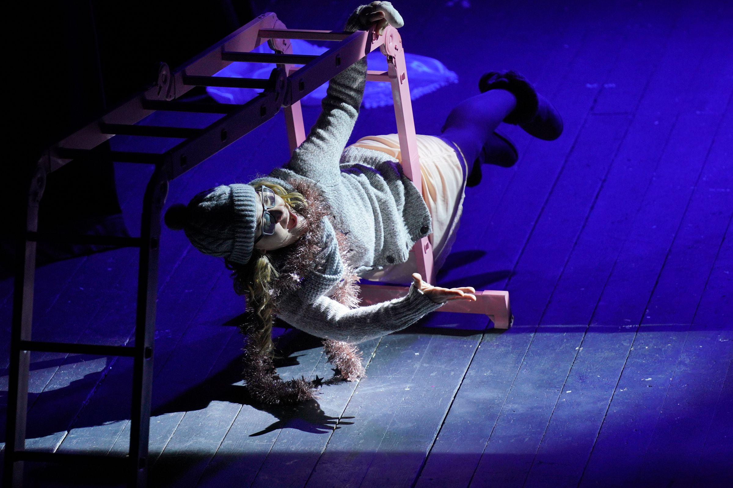 Спектакль «Пила вино и хохотала. Белое» в постановке «Театра двух» (Санкт-Петербург) фото 10