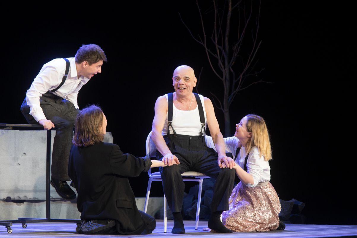 Спектакль «Шутники» в Театре «Сатирикон» фото 1
