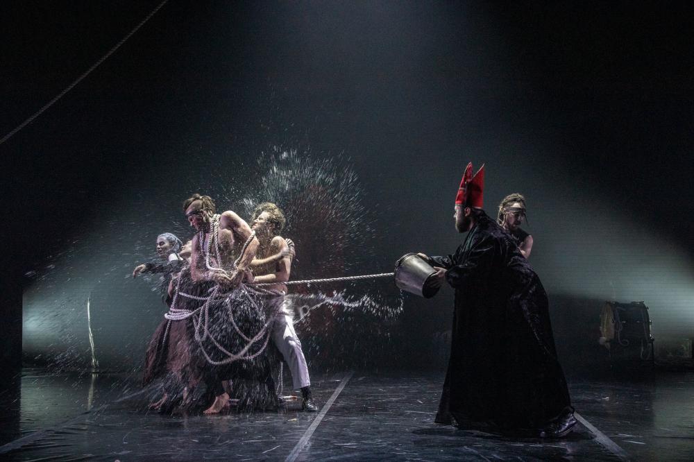 Спектакль «Легенда о Хромоножке» в Театре имени Вахтангова фото 5