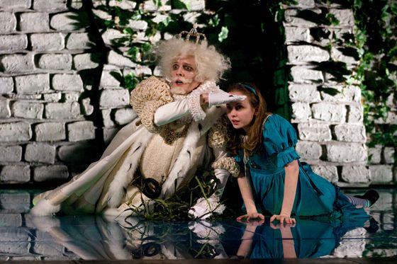 Спектакль «Алиса в Зазеркалье» в Театре «Мастерская П. Н. Фоменко» фото 2