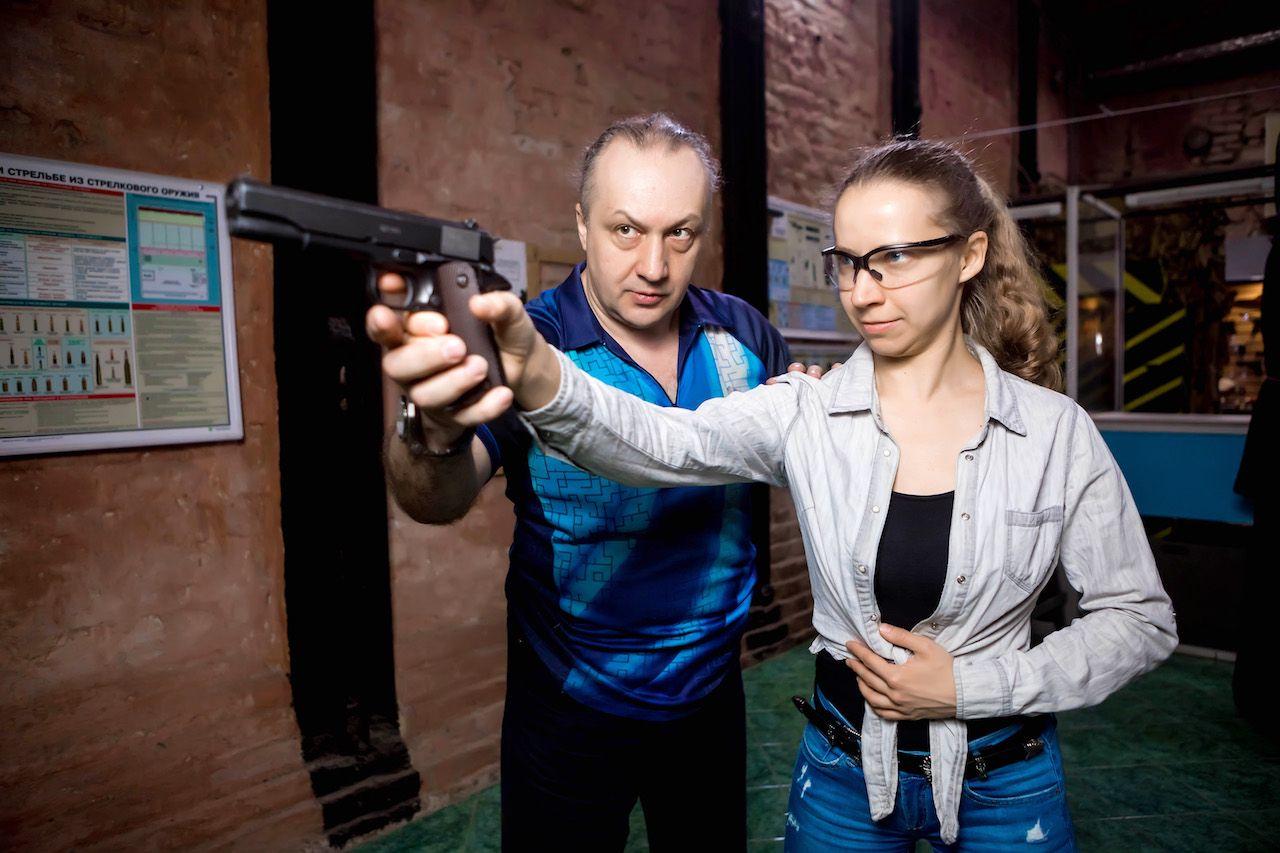 Занятия по стрельбе из пистолета в пневматическом тире клуба «Лабиринт» фото 2