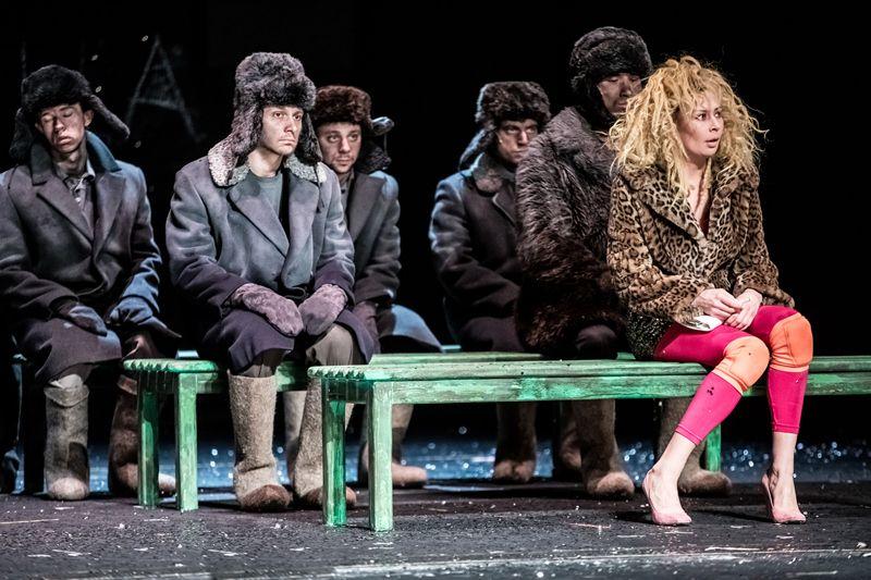 Спектакль «Сказка про последнего ангела» в Театре Наций фото 7