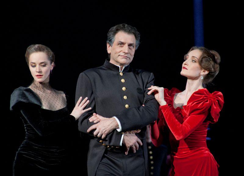 Спектакль «Анна Каренина» в Театре им. Вахтангова фото 5