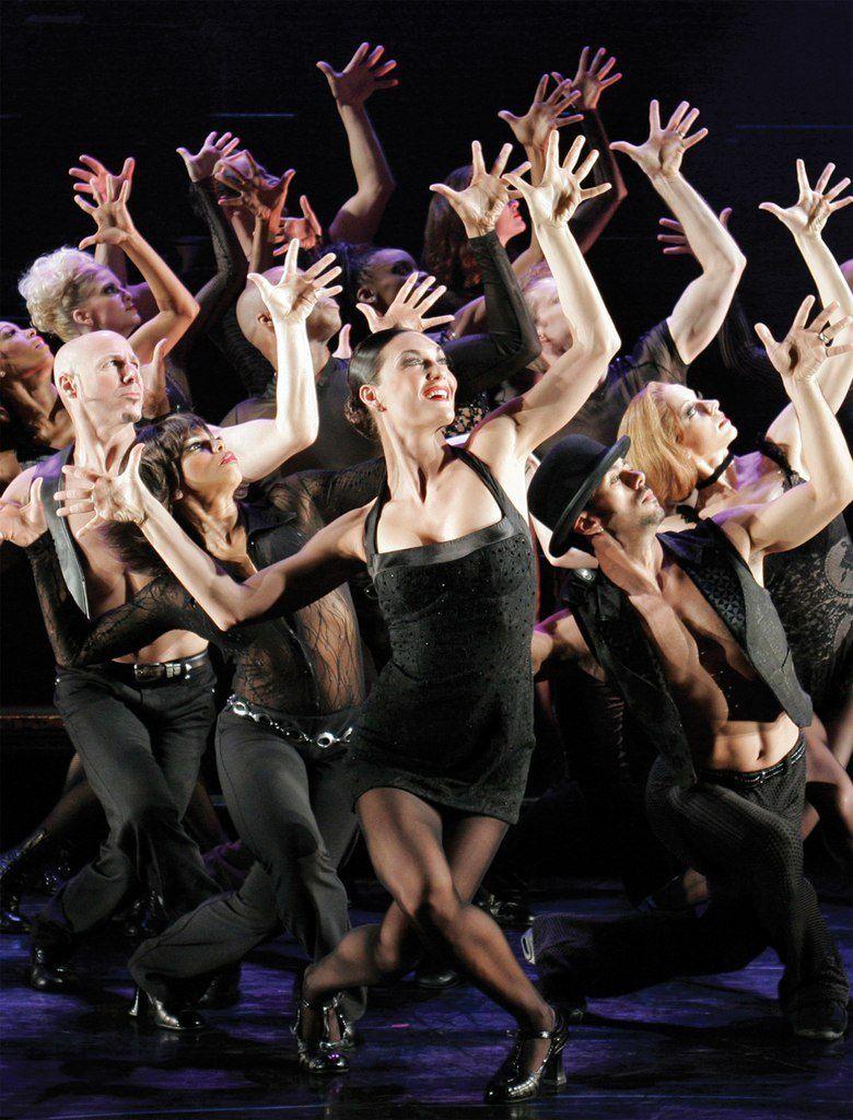 девушки танцуют на сцене-фото фото красоток знаменитостей