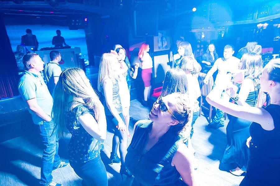 вечеринка российских студентов оттопыренная