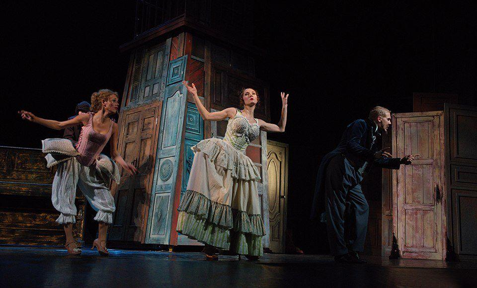 Спектакль «РевИзор» в Театре им. Ермоловой фото 9