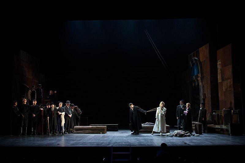 Спектакль «Улыбнись нам, Господи» в Театре им. Вахтангова фото 6