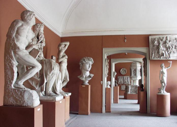 экспозиция скульптурных слепков  в Российской Академии художеств