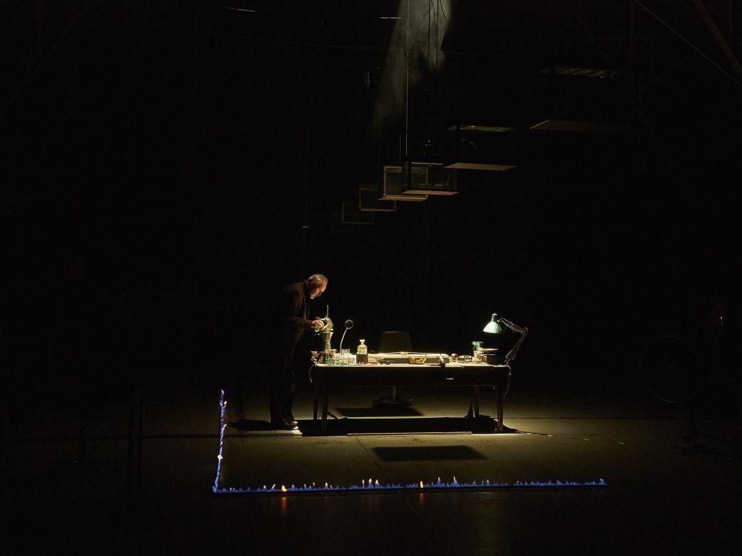 Спектакль «Макс Блэк, или 62 способа подпереть голову рукой» в Электротеатре «Станиславский» фото 2