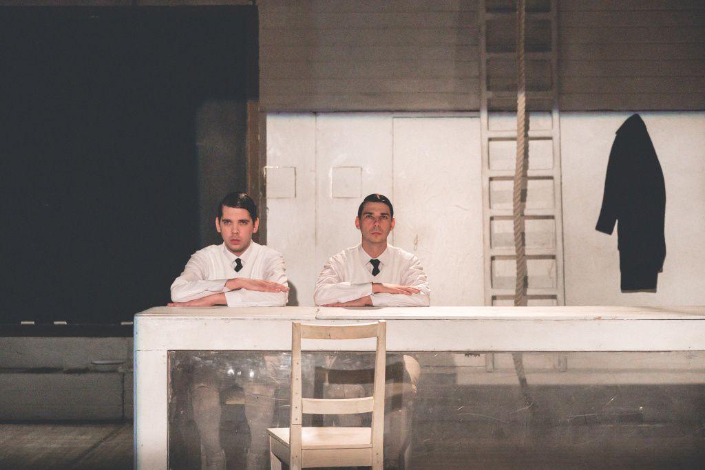 Онлайн-показ спектакля «Толстая тетрадь» Новосибирского театра «Глобус» фото 1