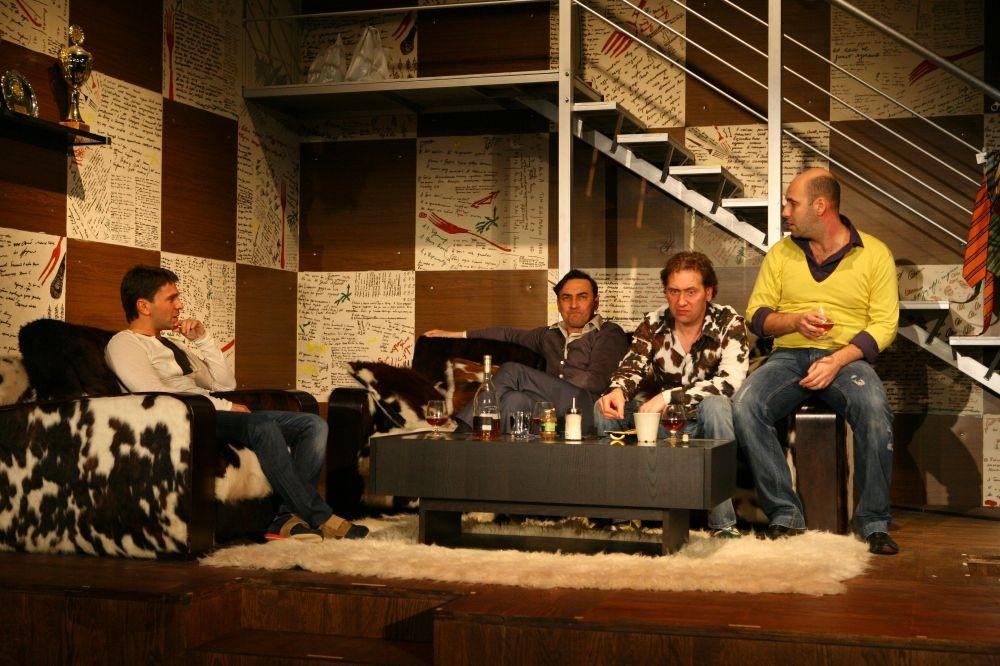 Спектакль «Разговоры мужчин среднего возраста о женщинах, кино и алюминиевых вилках» фото 1