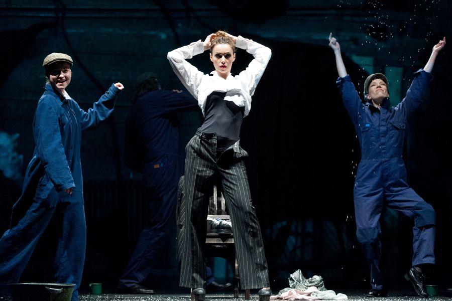 Спектакль «Добрый человек из Сезуана» в Театре имени А. С. Пушкина фото 7