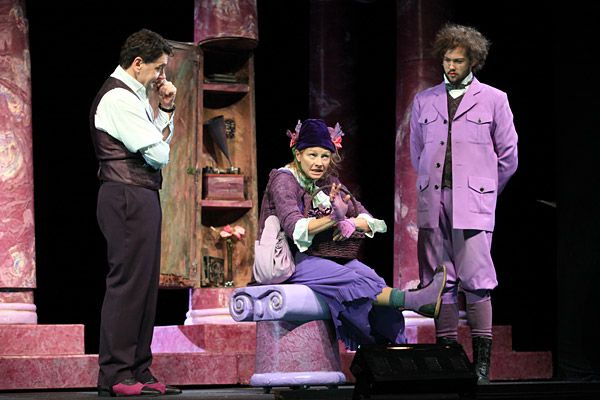 comedy element in pygmalion The most basic difference between a shakespearean comedy and tragedy is that comedies have generally happy endings where most other elements are more.