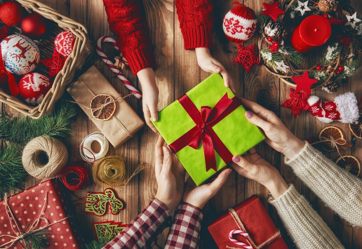 Обмен подарками в картинках