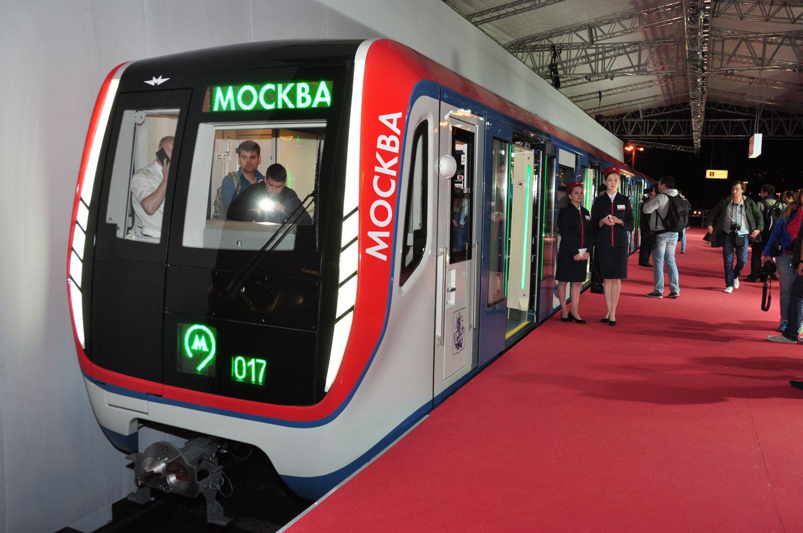 Встоличной подземке начнут ходить новые сквозные поезда сUSB-розетками