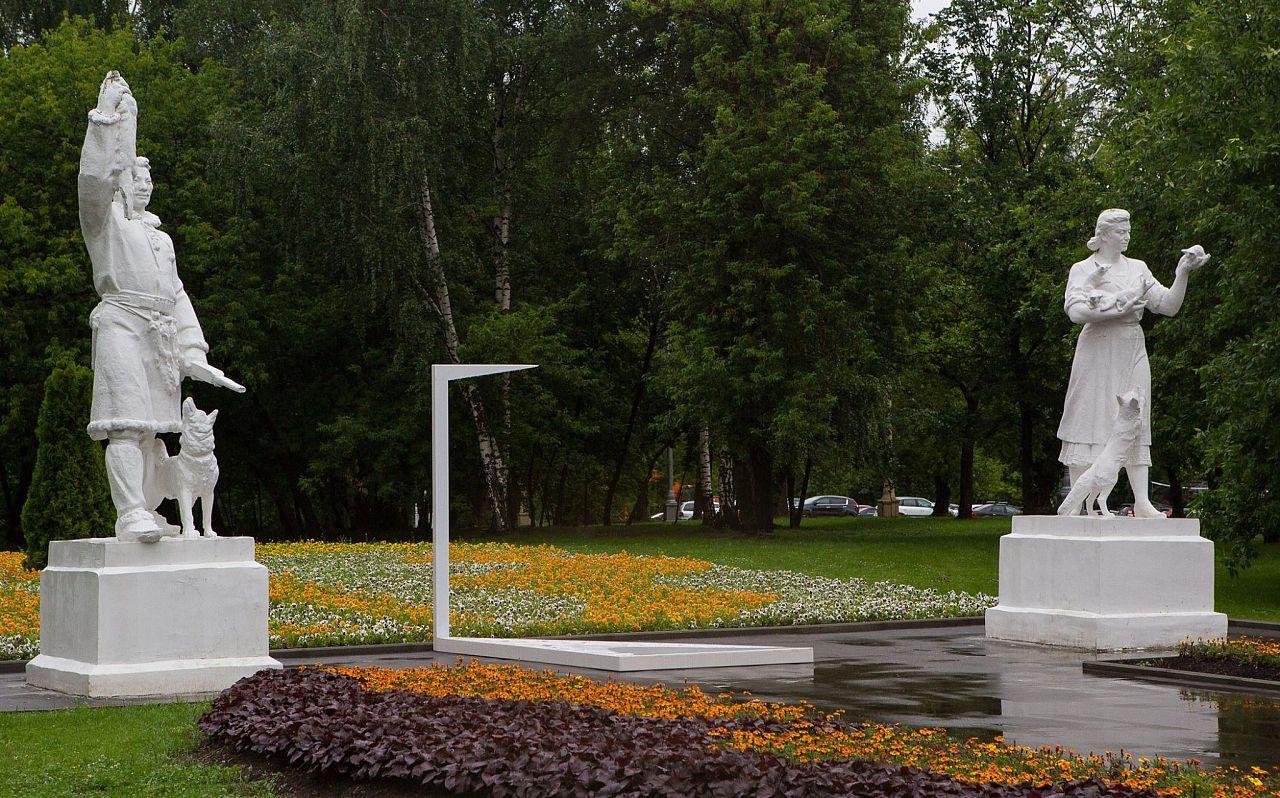 На ВДНХ появилась дверь в параллельный мир Москва 2015 ...: https://kudago.com/msk/news/na-vdnh-poyavilas-dver-v-parallelnyj-mir230/